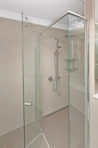 Shower glass wall