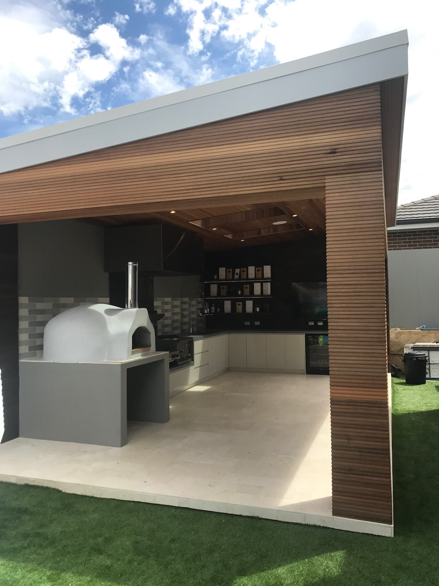 Hoxton Park contemporary outdoor bbq kitchen
