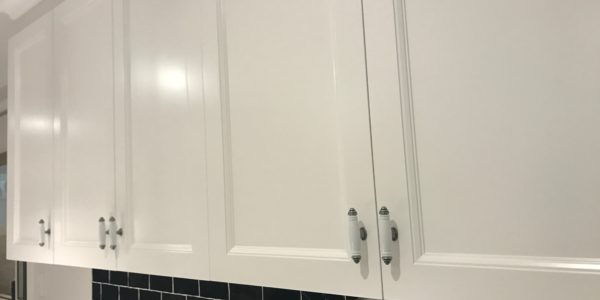 Ettalong Beach kitchen custom cabinet and handles