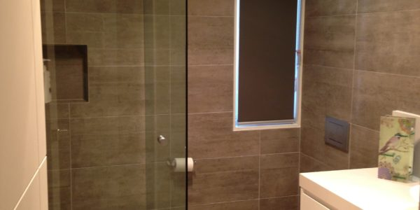 custom shower enclosure and comfort room