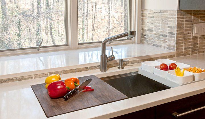 Pro-style prep sink